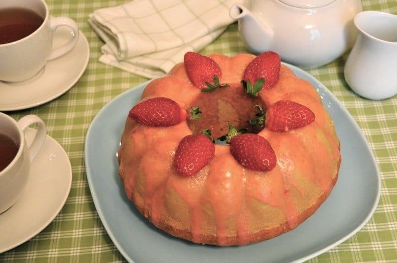 Torta glassata alle fragole