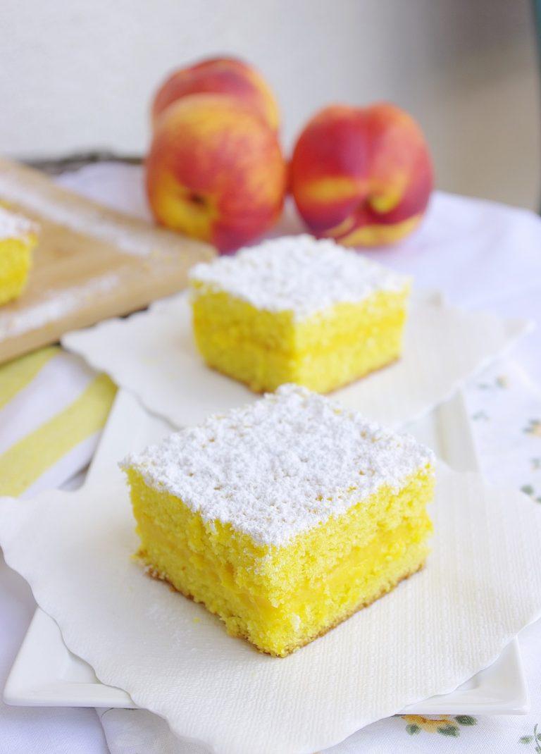 Consiglio di tenere la torta in frigo qualche ora prima di tagliarla in modo che la crema si stabilizzi bene