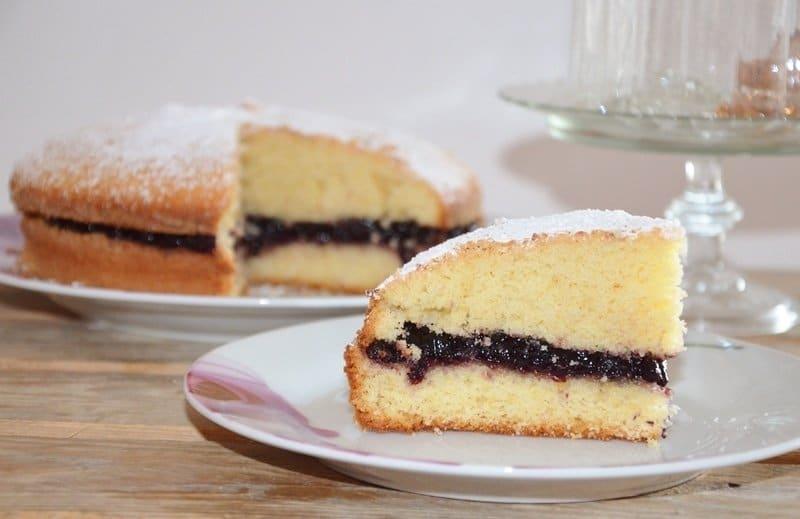 Torta margherita farcita ai mirtilli
