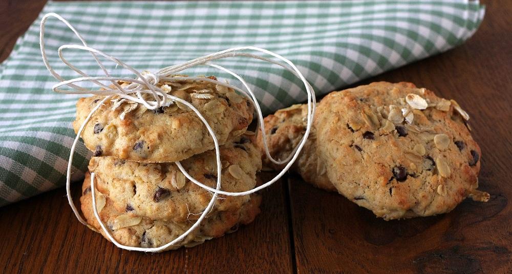 Cookies all'avena, noci e gocce di cioccolato