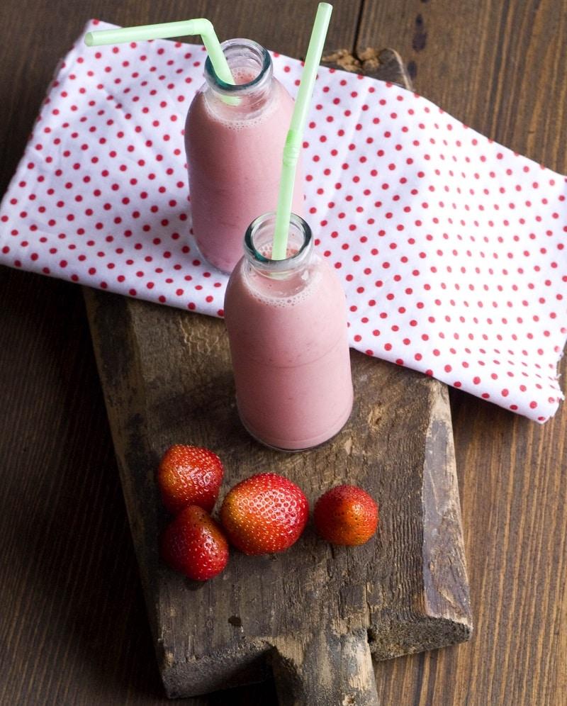 Smoothie alle fragole e melissa