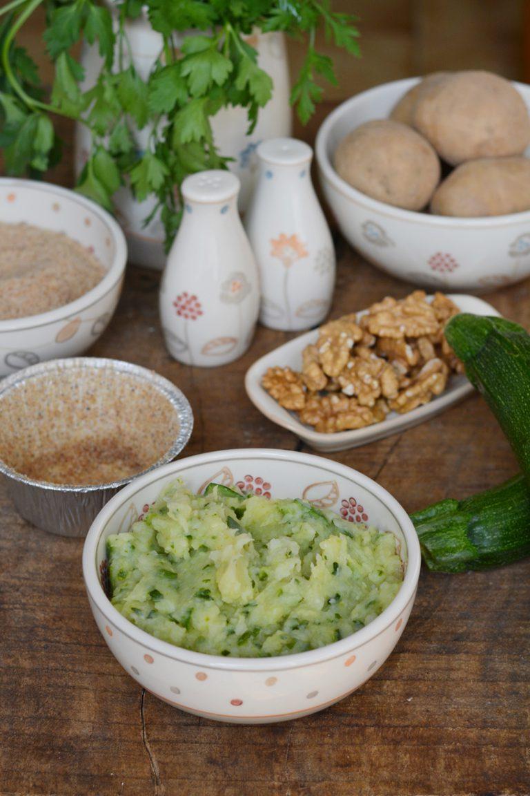 Sformatini di zucchine e patate: cuocere al vapore e aggiungere gli ingredienti