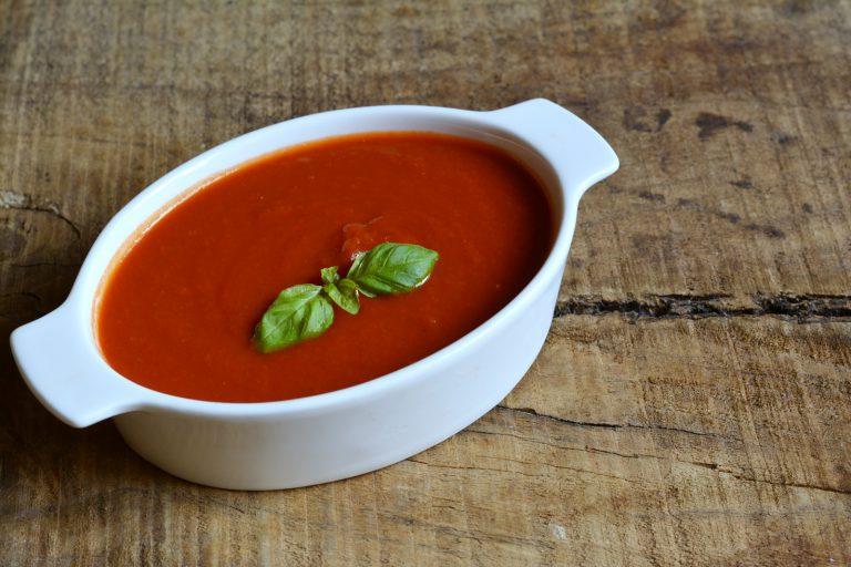 nel frattempo prepariamo la passata al pomodoro classico profumata al basilico