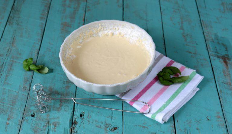 poi aggiungete nell'ordine vallè leggermente fusa, il latte, la farina, il lievito e mescolate.