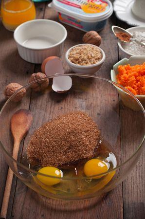Aggiungere: la margarina fusa e raffreddata