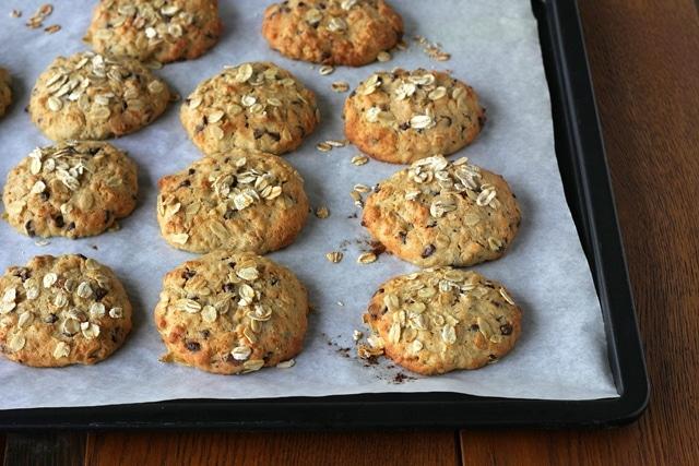 Infornate  e cuocete per 18 minuti a 180°. I biscotti si conservano bene in una scatola di latta.