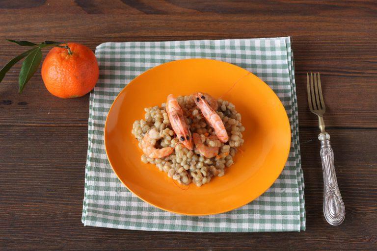 Mantecate con due cucchiai di olio extravergine d'oliva e la buccia di un mandarancio grattugiato.
