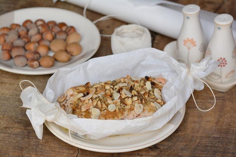 Salmone in crosta di mandorle e nocciole