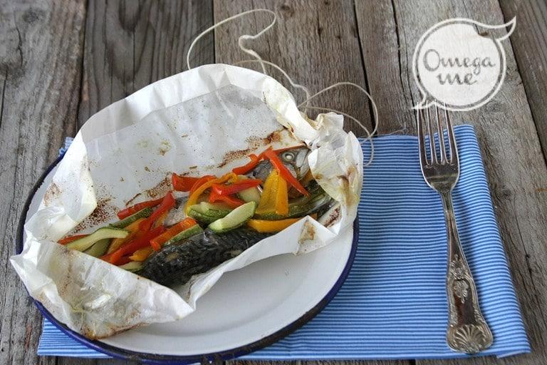 Sgombro al cartoccio con peperoni dolci e zucchine