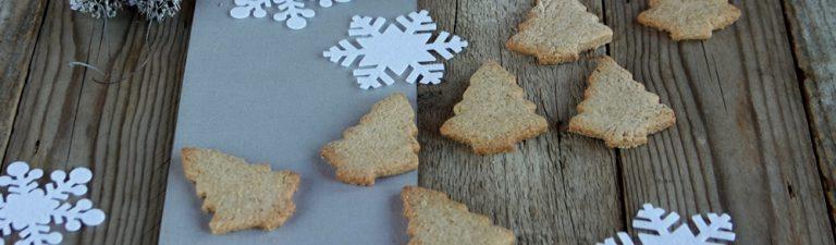 Mescolate lo zucchero a velo con il succo di limone, sfornate i biscotti e fateli raffreddare.   Decorateli con delle strisce di glassa.