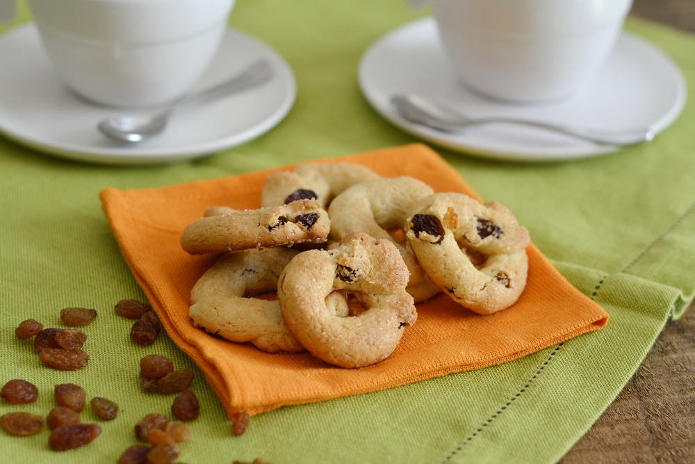 Biscotti al vino bianco ed uvetta