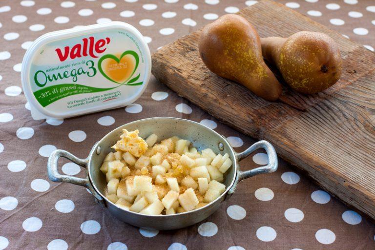 mettetele in un tegame con lo zucchero, la margarina Vallé Omega 3 e due pezzetti di zenzero sminuzzati con il coltello; cuocete a fuoco basso.