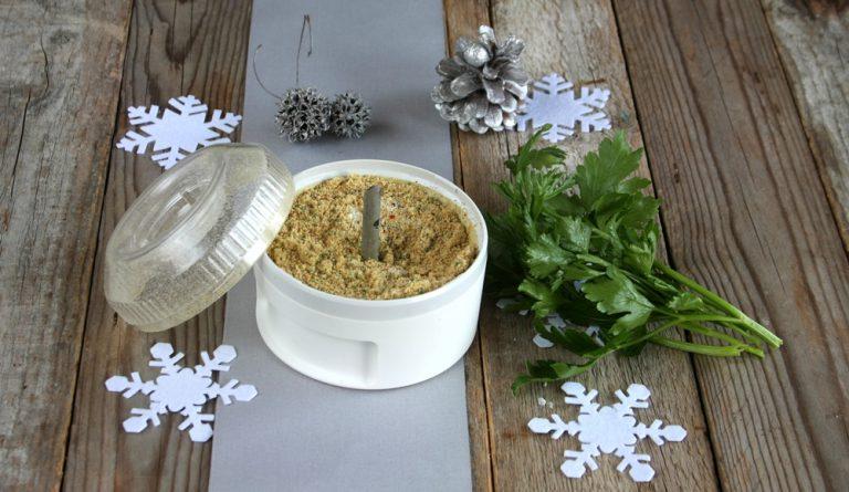 aggiungete il pangrattato, il succo d'arancia e qualche foglia di prezzemolo, sale ed un pizzico di pepe.