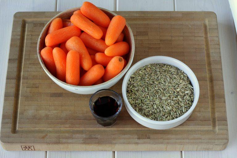 Dopo qualche minuto aggiungete i semi di finocchio e appena prima di spegnere sfumate con il cucchiaio di aceto balsamico.