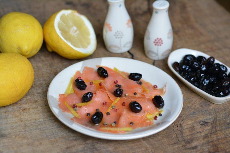 aggiungere le olive nere e servire.