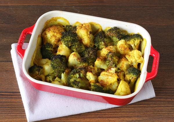 Curry di cavolfiore e broccoli al forno