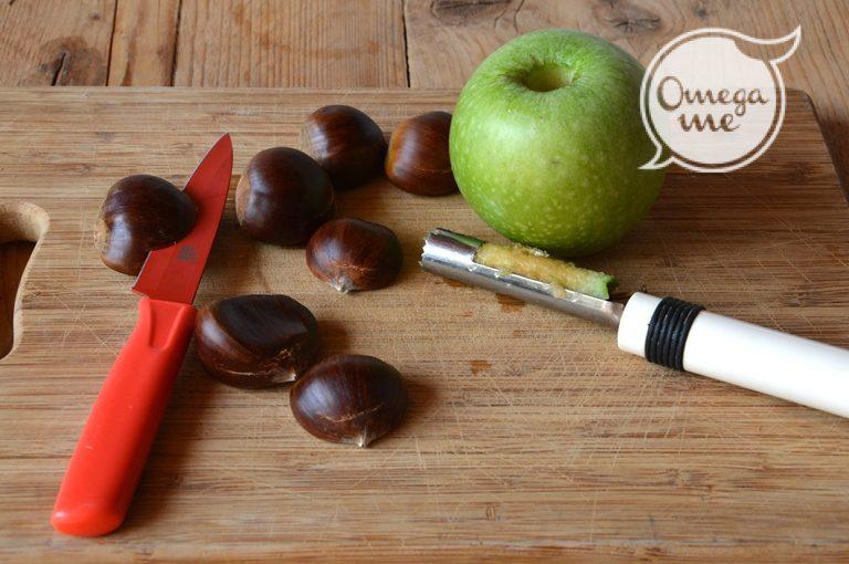 Incidete le castagne e lessatele in acqua fredda con l'alloro per circa un'ora e mezza. Lavate la mela, togliete il torsolo con l'apposito attrezzo e ponetela dentro una cocotte da forno, inserite un bastoncino di cannella nel foro ottenuto.