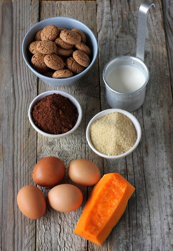 Mescolateli con la salsa che avrete preparato nel seguente modo: cuocete la zucca al vapore (o al microonde), rosolatela in padella con la margarina Vallé Omega3  ed il peperoncino prima di passarla in un frullatore con un po' del suo liquido di cottura, regolate di sale. Servite con le olive taggiasche e terminate con dei semi di zucca finemente sminuzzati.