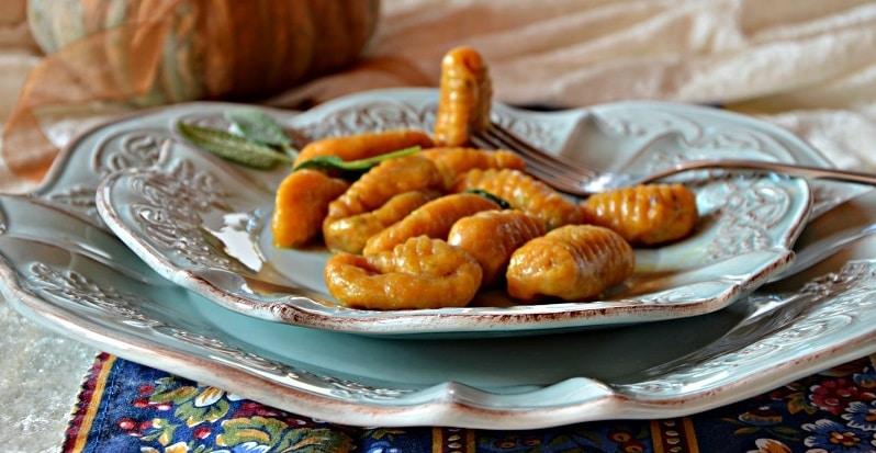 Gnocchi di zucca salvia e pistacchi