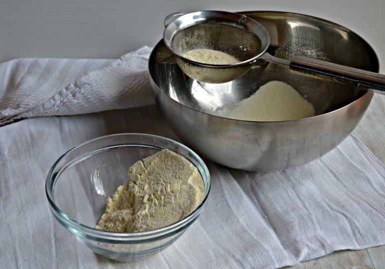 Setacciate la farina