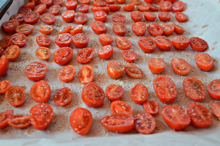 Preparare tutti gli ingredienti vegetali da mondare e lavare, tagliateli a pezzetti e metteteli dentro una insalatiera