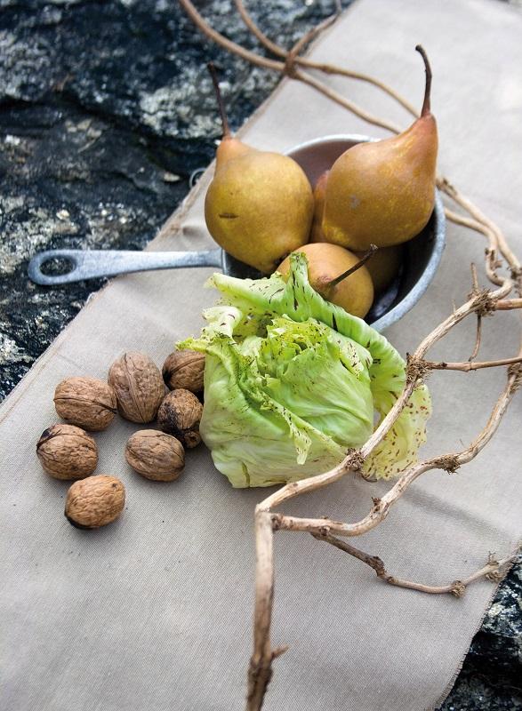 Condire con un filo di olio extravergine d'oliva, qualche goccia di aceto, pepe a piacere.
