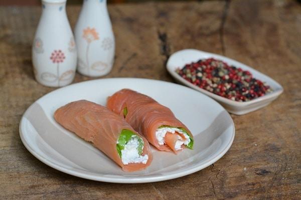 avvolgere il salmone e tenere in frigo per circa 30min.