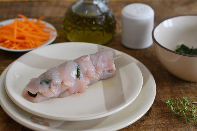 arrotolare il pollo e formare un involtino. Cuocere a vapore per circa 10/15min.