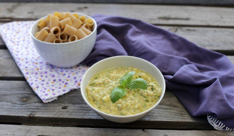Cuocete la pasta in abbondante acqua salata, scolate e conditela con il pesto. Se non lo utilizzate tutto si conserva in frigorifero in un barattolo ben chiuso, per circa una settimana.