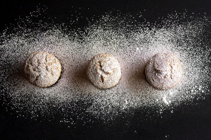 Amalgamare bene prima di incorporare l'albicocca essiccata tagliata a striscioline molto sottili. Riempire i pirottini dei cupcake per circa 2/3 infornare per 20 minuti 180°.