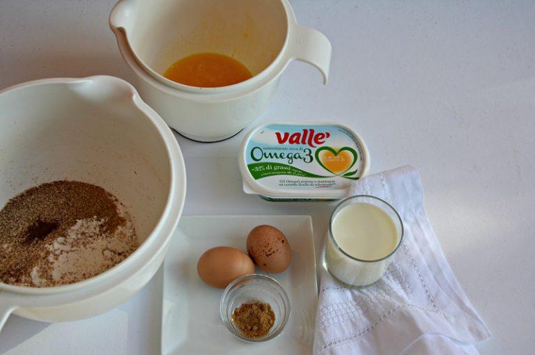 In una ciotola mescolate gli ingredienti secchi.