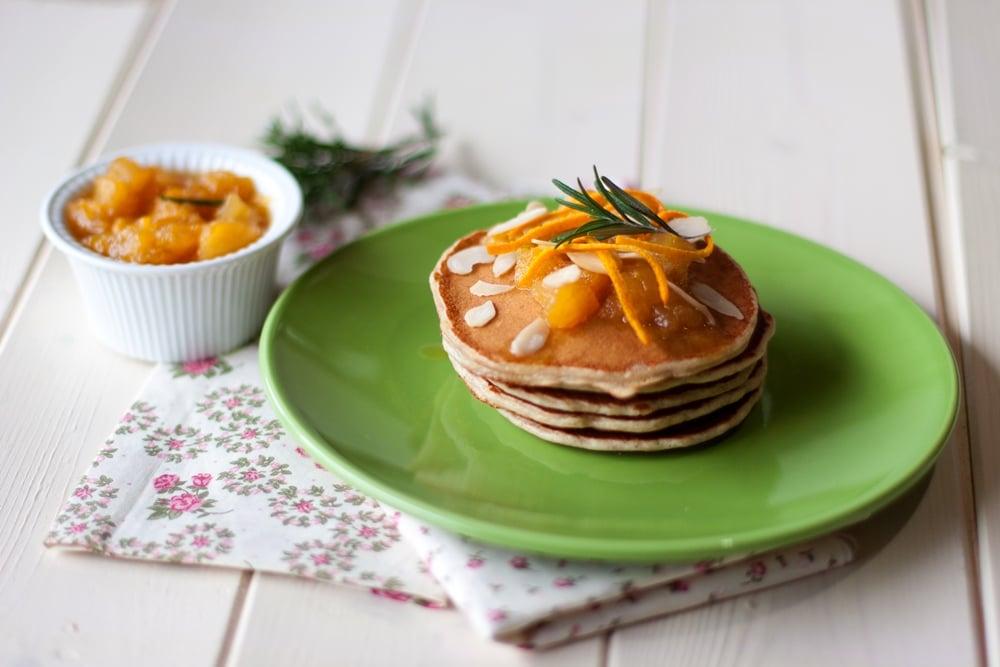 Pancakes integrali con marmellata di arancia