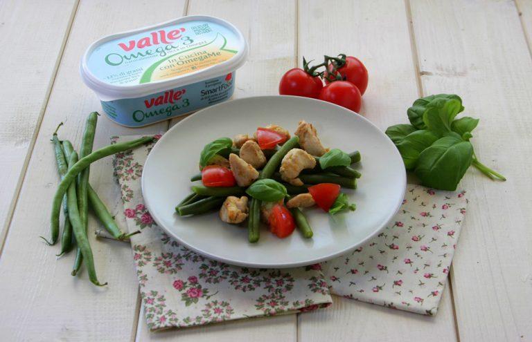 In una padella sciogliete Vallé Omega3 e fate dorare i bocconcini di pollo.  Servite belli caldi con l'insalata di fagiolini e datterini.