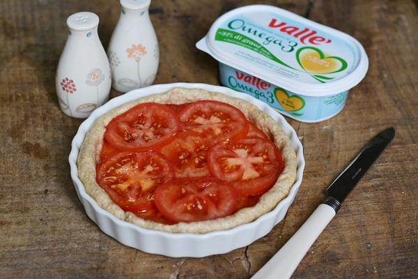 farcire la crostata con i pomodori, aggiungere sale e pepe e infine l'origano.