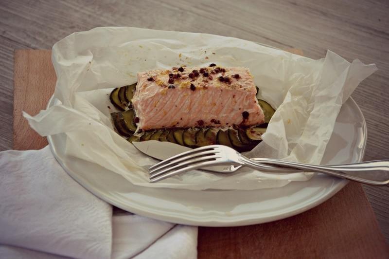 Salmone e zucchine al cartoccio cotti al vapore
