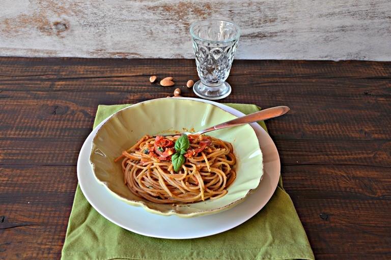 Spaghetti integrali con i pomodorini