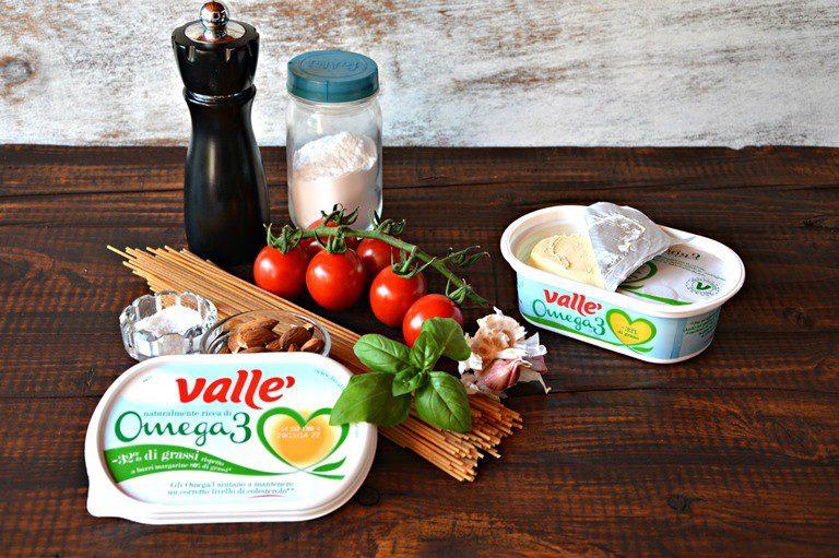 Ingredienti. Lavate i pomodorini e asciugateli, pulite il basilico.