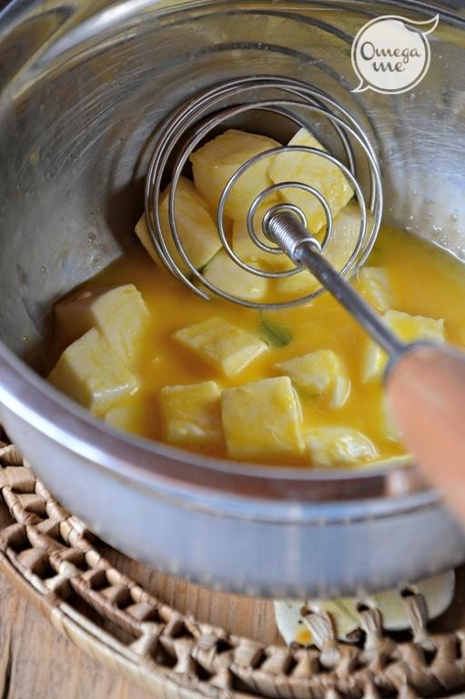 Tritate l'aglio ponetelo dentro un wok o una padella copputa con Vallé. A fuoco dolce fate sciogliere Vallé, aggiungete la spezia e spegnete il fuoco. In una ciotola sbattete le uova, aggiungete la mozzarella tagliata a dadini e qualche foglia di maggiorana