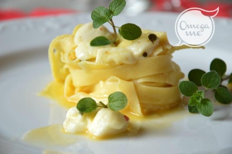 Tagliatelle in salsa d'uovo e maggiorana