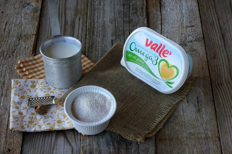 Preparate la besciamella facendo tostare per un paio di minuti la farina con la Vallé Omega3 , aggiungete il latte a filo e continuando a mescolare portate a bollore.