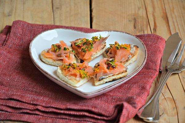 Tartine al salmone e arancia