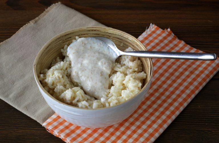 Mescolate metà della besciamella con il riso.