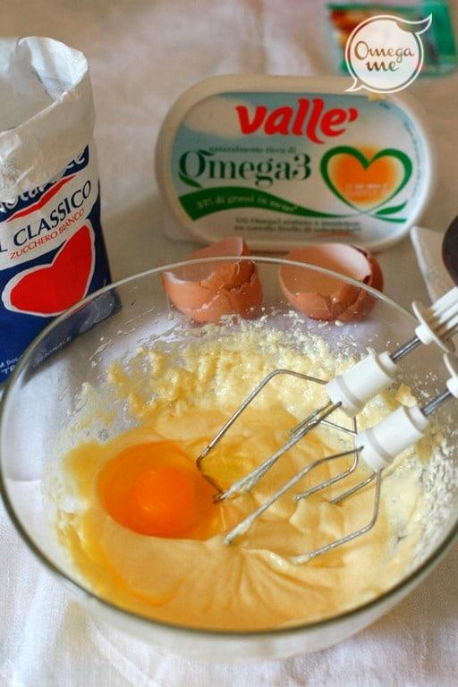 Aggiungere le uova una per volta