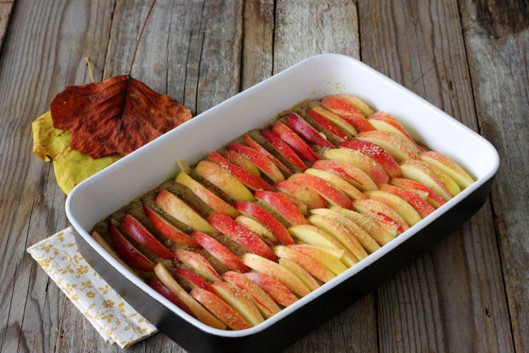Spolverate con lo zucchero mescolato con lo zenzero e cuocete in forno per 180° per 20-30 minuti.