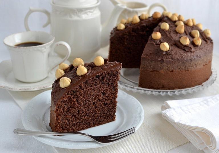 Torta alla crema di nocciole e cioccolato