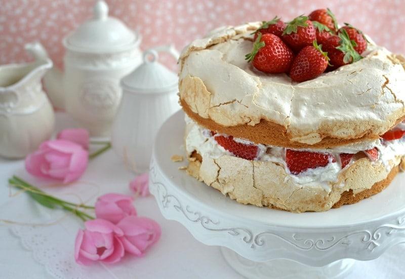 Torta meringata alle fragole per la mamma
