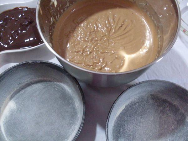 Dividere il composto in due teglie, infornare per 35 minuti a 165°