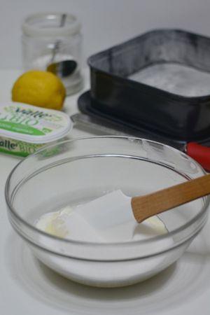 aggiungere lo zucchero e Vallé a temperatura ambiente. Amalgamare il tutto