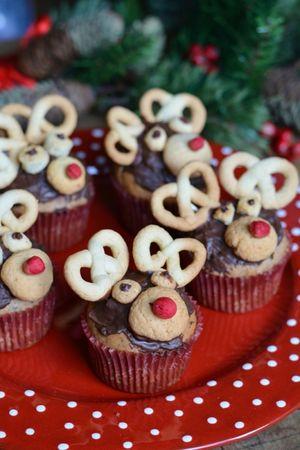 con la frolla preparate le orecchiette, il muso e gli occhi e decorate il muffin