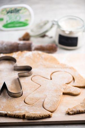 Metterli in una teglia ricoperta di carta da forno e cuocere a 180° per 10 minuti.
